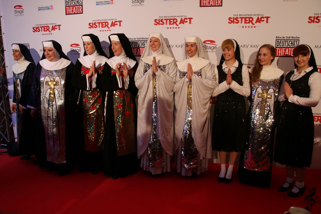 FB Sister Act Roter Teppich 018